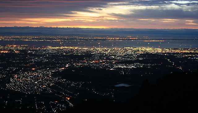 640px-Ise_Bay_and_Yokkaichi,_Mie_from_Mount_Gozaisho_2011-10-02