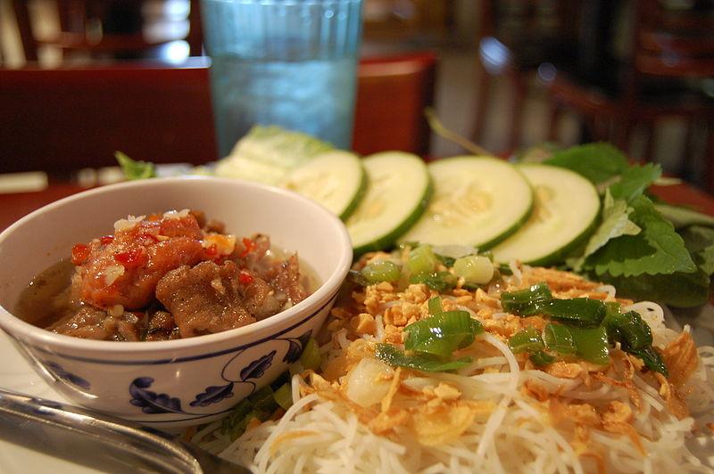 800px-Vietnamese-food